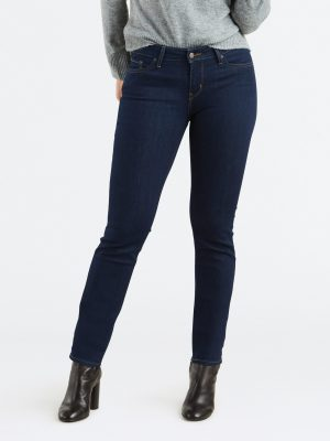 Modell i Levis 712 Slim jeans Lone wolf