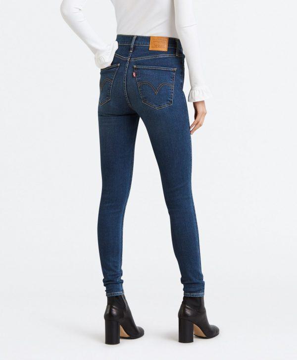 Modell i Levis jeans mile high