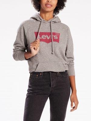 Modell i en Levis Graphic Sport Hoodie Housemark Smokestack framifrån