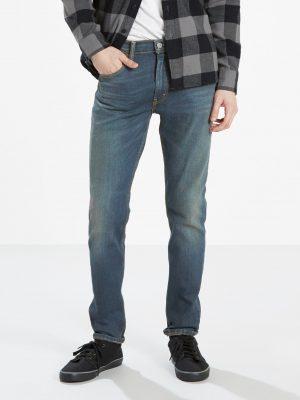 Modell i Levis 512 Slim Taper Fit Jeans Ludlow framifrån