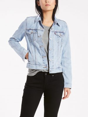 Modell i en Levis Original trucker All Yours 299450026 framifrån