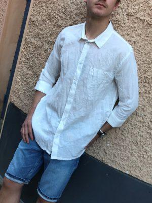 Modell i en 1811133197 DrDenim Fred Relaxed shirt
