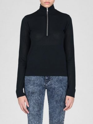 Modell i en DrDenim unina sweater front