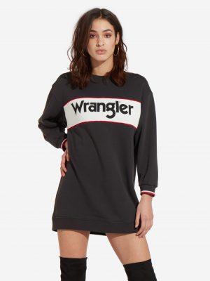 Modell i en W9066HQV6 Wrangler Sweatshirtdress framifrån