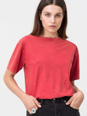 Modell i en Cheap Monday Shock bodysuit Fiction red