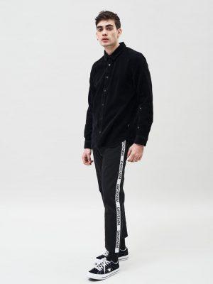 Modell i en DrDenim Brynolf Regular Shirt