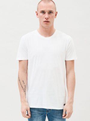 Modell i en DrDenim Patrick Tee white