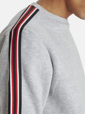 Modell i en Blend stone-mix-sweatshirt