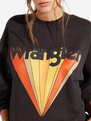 Modell i en Wrangler Retro Sweat Faded Black front