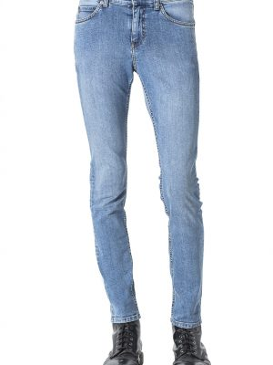 Modell i ett par Cheap Monday Tight- Fair Blue
