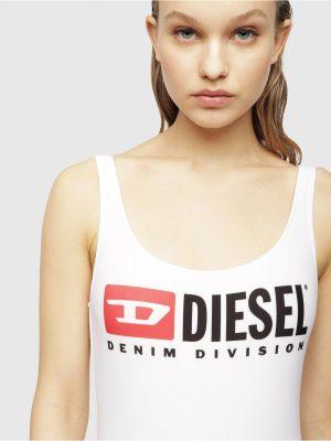 Närbild på en modell i en Diesel Swimsuit Bright White