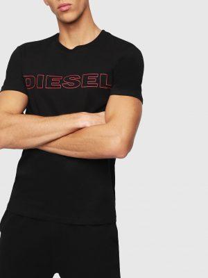 Modell i en Diesel UMLT-JAKE-T-SHIRT framifrån