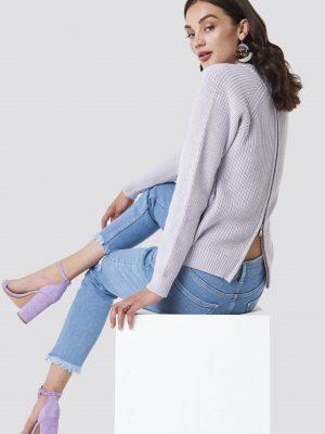 Modell i en Rut&Circle Emelie Back Zip knit