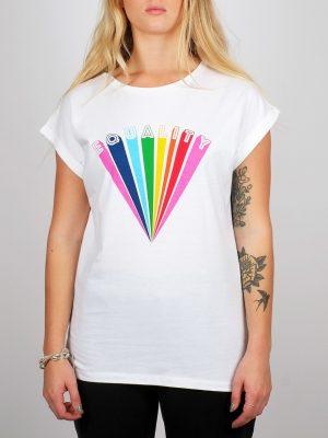 Modell i en Dedicated t-shirt - Equality