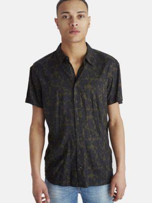 Modell i en Blend Deep depths green shortsleeve shirt