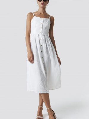 Modell i en Rut&Circle Button Field Dress White